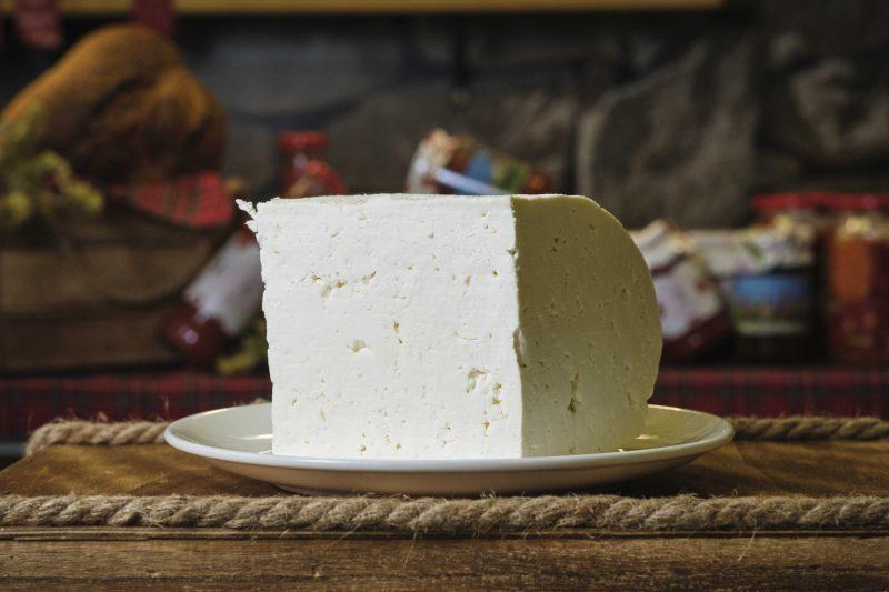 """Бяло краве саламурено сирене """"Баба и Внуци"""" . 1"""