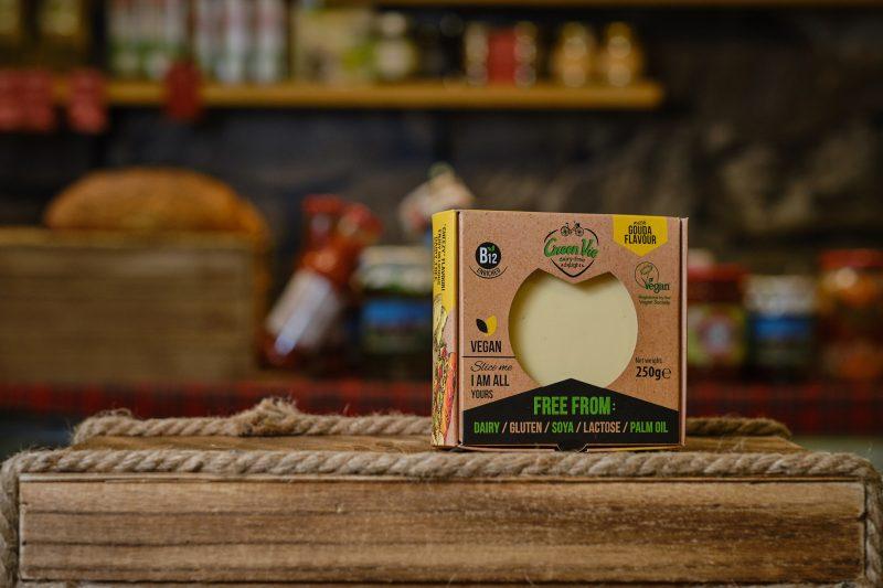 Веган продукт GreenVie с вкус на пушена гауда 250 гр. 1
